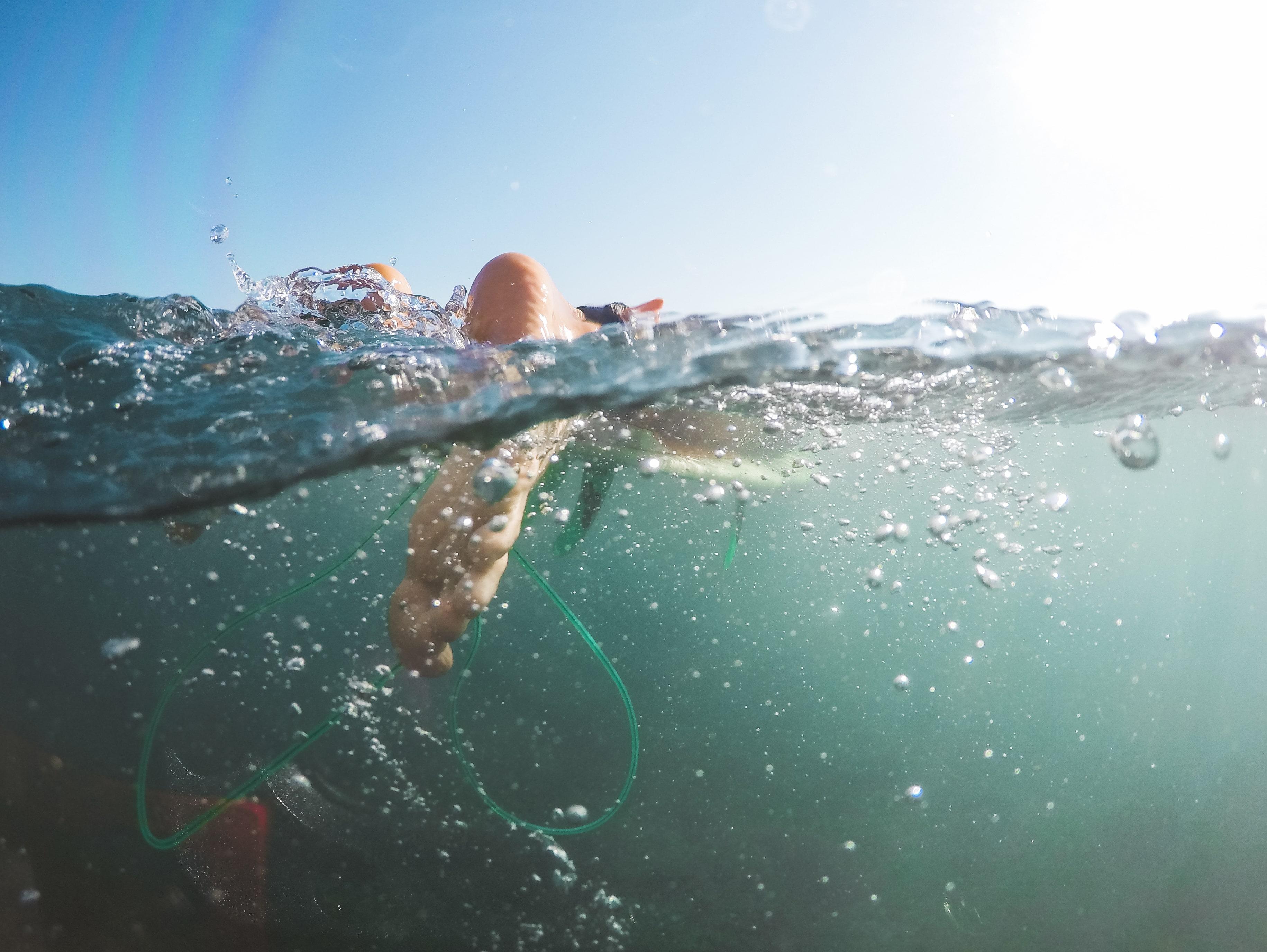 ¿Cómo debe alimentarse un nadador?